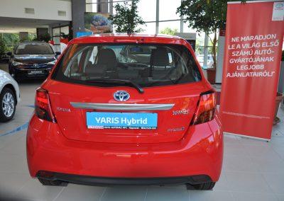 A Toyota Yaris hybrid többféle színben látható a kaposvári márkakereskedésben