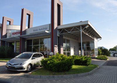 Megújult a kaposvári Toyota márkakereskedés homlokzata is