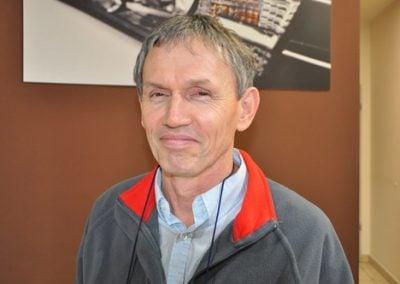 Lovrencsics János szervizvezető irányítja az autószerviz munkáját