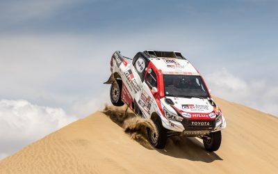 Fernando Alonso tesztelte a Dakar-győztes Toyota Hiluxot